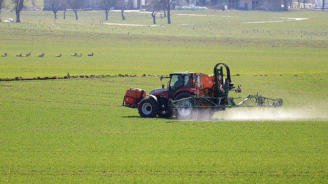 внесение пестицидов