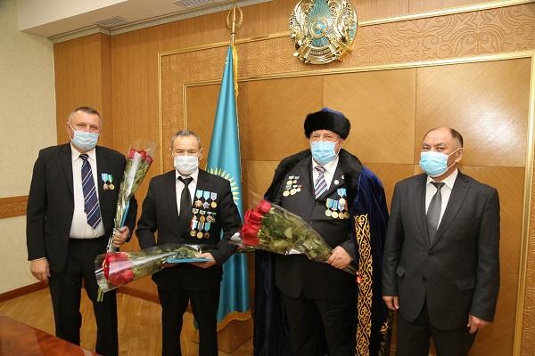 Аким Карагандинской области Женис Касымбек поздравил аграриев с Днем сельского хозяйства