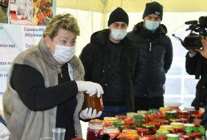 В ходе поездки в Сайрамский район глава региона посетил выставку сельхозтоваропроизводителей