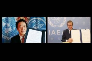 Генеральный директор ФАО Цюй Дунъюй и Генеральный директор Международного агентства по атомной энергии Рафаэль Мариано Гросси