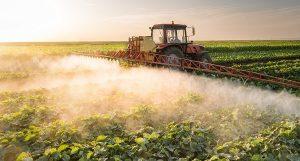 опрыскивание поля пестицидами