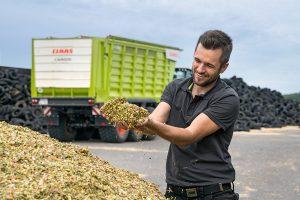 Датчик NIR SENSOR передает данные о количестве и качестве урожая силоса