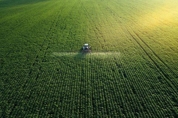 обработка полей удобрениями