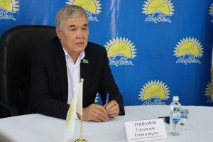Senator Sagyndyk Lukpanov