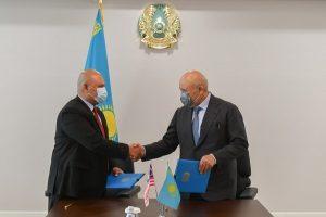 Аким Туркестанской области Умирзак Шукеев встретился с генеральным директором Ахмадом Сязали