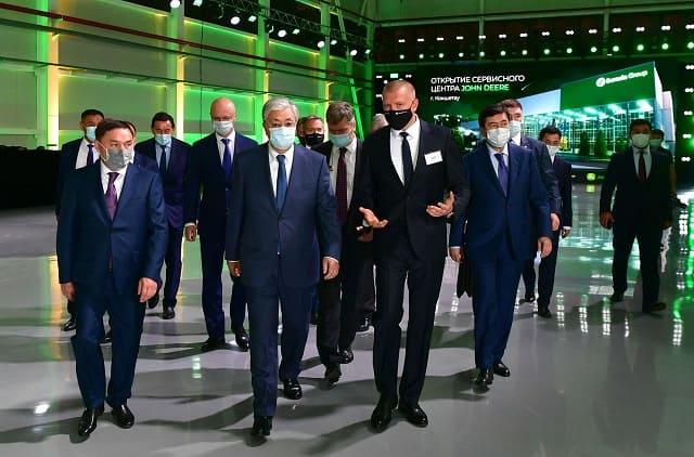 Касым-Жомарт Токаев посетил сервисный центр