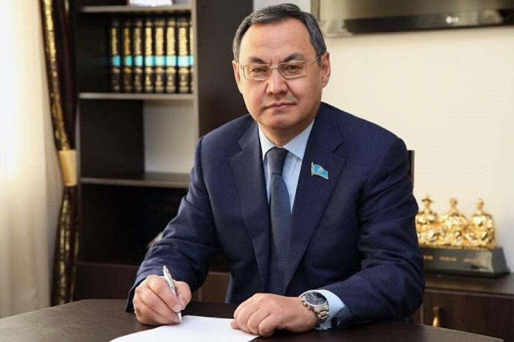 сенатор Ахылбек Куришбаев