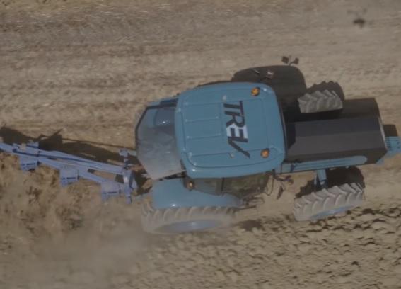Трактор ZY на поле