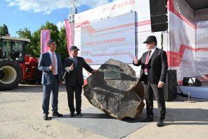 Закладка камня тракторного завода Ростсельмаш